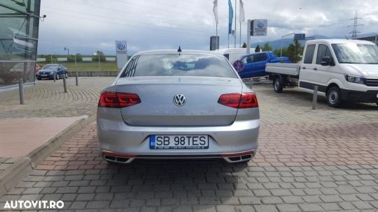 Volkswagen Passat-5